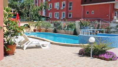 Bulharsko - Slnečné pobrežie - hotel Sunny Flower - bazén 270dc3b55bd