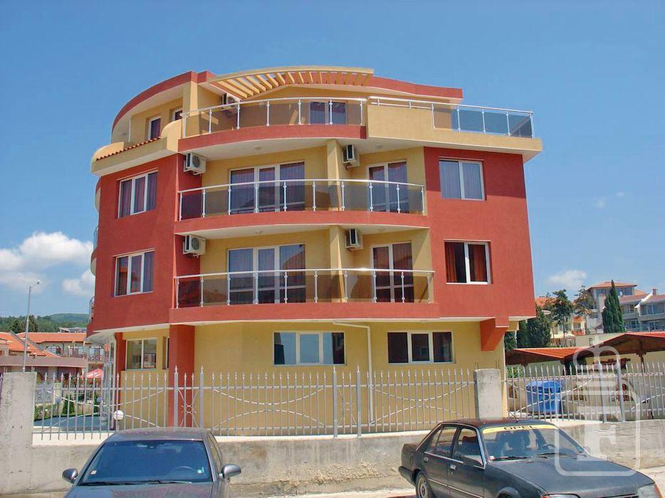 Bulharsko - Slnečné pobrežie - hotel Sunny Flower - pohľad z ulice 87faf9ea10b